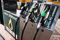 "Milano, ""Mirina"", distributore indipendente di carburante --- Milan, ""Mirina"" independent petrol station"