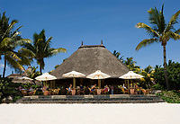 MUS, Mauritius, Black River, Flic en Flac: La Pirogue Hotel - Restaurant am Strand | MUS, Mauritius, Black River, Flic en Flac: La Pirogue Hotel - beach-restaurant