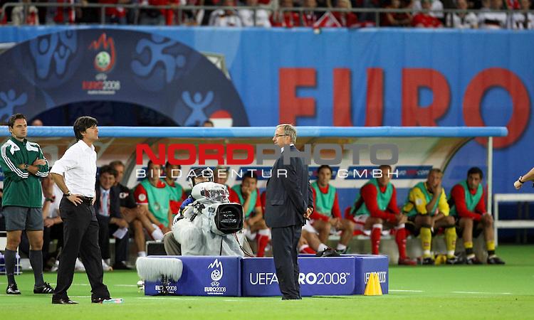 UEFA Euro 2008 Group B Match 20 Wien - Ernst-Happel-Stadion. &Ouml;sterreich ( AUT ) - Deutschland ( GER ). Joachim Loew (L&ouml;w) - ( Germany / Trainer / Coach ) (l) und Josef Hickersberger ( Austria / Trainer / Coach ) (r) diskutieren miteinander, beide Trainer werden des Feldes verwiesen.<br /> Foto &copy; nph (  nordphoto  )
