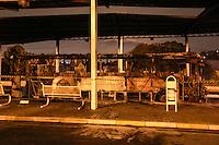 POA,SP, 07.05.2015 - INCÊNDIO-ONIBUS - Dois ônibus foram incendiados dentro do Terminal Rodoviário Pedro Fava / Cidade Kemel em Poa na grande São Paulo na noite desta quinta-feira, 07. O ato é em protesto a uma menina de 9 anos que foi violentada e morta. (Foto: William Volcov/Brazil Photo Press)