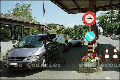 Genève, le 27 juillet 1999.Passage de la douane de Mon-Idée à Genève..Passage of the customs of Mon-Idée in Geneva..© J.-P. Di Silvestro / Le Courrier