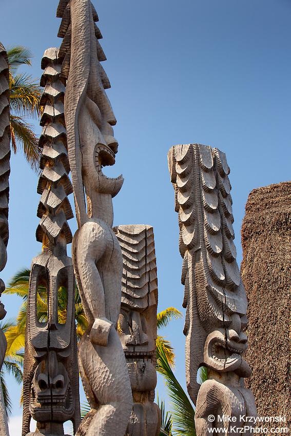 Hawaiian tiki statues in Pu'uhonua o Honaunau place of refuge national historical park, Big Island, Hawaii