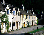 A01XEE Old cottages Castle Combe Wiltshire England