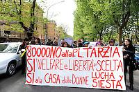 Roma, 14 aprile 2011.Manifestazione delle donne con corteo dal consultorio di Voia dei Lincei alla sede della Regione Lazio per protestare contro la riforma dei Consultori presentata dalla consigliera regionale Olimpia Tarzia e consegnare le 80.000 firme raccolte.