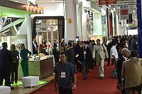 SAO PAULO, 07 DE MAIO DE 2012 - APAS 2012 - Primeiro dia do 28 Congresso e Feira de Negocios em Supermercados, que acontece no Expo Center Norte de 07 a 10 de maio, na zona norte da capital na tarde desta segunda feira. FOTO: ALEXANDRE MOREIRA - BRAZIL PHOTO PRESS