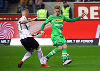 Marius Wolf (Eintracht Frankfurt) tunnelt Michael Cuisance (Borussia Mönchengladbach) - 26.01.2018: Eintracht Frankfurt vs. Borussia Moenchengladbach, Commerzbank Arena