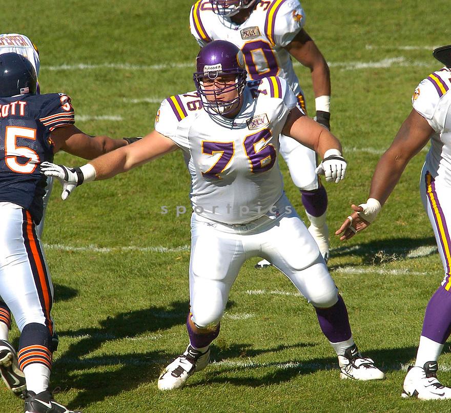 Chris Liwienski, of the Minnesota Vikings, in action against the Chicago Bears during their game on October 16, 2005...Bears win 28-3..Chris Bernacchi/SportPics