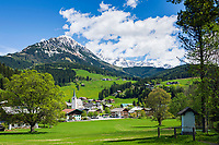 Oesterreich, Salzburger Land, Pongau, Filzmoos vor dem Dachsteingebirge | Austria, Salzburger Land, Pongau, Filzmoos and Dachstein Mountain Range with Bischofsmuetze mountains