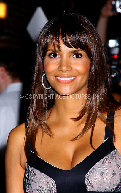 WWW.ACEPIXS.COM . . . . . ....October 8 2007, New York City....Actress Halle Berry, who is pregnant, made an appearance at the 'Late Show with David Letterman' at the Ed Sullivan Theatre in midtown Manhattan.....Please byline: AJ SOKALNER - ACEPIXS.COM.. . . . . . ..Ace Pictures, Inc:  ..(646) 769 0430..e-mail: info@acepixs.com..web: http://www.acepixs.com