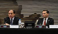ATENCAO EDITOR: FOTO EMBARGADA PARA VEICULO INTERNACIONAL - SAO PAULO, SP, 28 NOVEMBRO 2012 - SEMINARIO BRASIL - POLONIA OPORTUNIDADES DE COOPERACAO BILATERAL - O Ministro das Relaçoes Exteriores da Polonia Radoslaw Sikorski (direita) estave na Federaçao das Industrias do Estado de Sao Paulo (FIESP) que contou com a participacao do vice presidente da entidade Benjamin Steinbruch, nesta quarta-feira (28), onde participou do Seminario Brasil-Polonia: Oportunidades de cooperacao bilateral, quarta, 28. (FOTO: LEVY RIBEIRO / BRAZIL PHOTO PRESS)