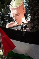 """Roma 15 Marzo 2011.15 Marzo """"End the Division"""" - Giornata della riconciliazione..La comunita' palestinese a Roma a occupato la  sede diplomatica palestinese,  nel Giorno della Conciliazione per chiedere una riconciliazione  per tutti i palestinesi  e per i sei milioni di profughi palestinesi che ancora sognano di tornare alle loro case sottratte loro dalla forza occupante israeliana."""