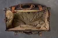 Willard Suitcases / Earl R / ©2014 Jon Crispin