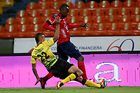 MEDELLÍN - COLOMBIA, 04-11-2017: Juan F Caicedo (Der) jugador del Medellín disputa el balón con Luciano Ospina (Izq) de Alianza P durante el partido entre Independiente Medellín y Alianza Petrolera por la fecha 19 de la Liga Águila II 2017 jugado en el estadio Atanasio Girardot de la ciudad de Medellín. / Juan F Caicedo (R) player of Medellin vies for the ball with Luciano Ospina (L) player of Alianza P during match between Independiente Medellin and Alianza Petrolera for the date 19 of the Aguila League II 2017 played at Atanasio Girardot stadium in Medellin city. Photo: VizzorImage/ León Monsalve / Cont