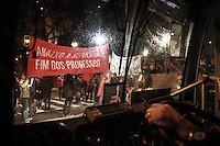 SÃO PAULO, SP - 19.09.2013 - MANIFESTAÇÃO CONTRA REPRESSÃO DA PM  -  Grupo de manifestantes saem em caminhada da frente do Teatro Municipal de São Paulo região central,nesta quinta-feira (19). A manifestação tem como tema a repressão sofrida pelos manifestantes. (Foto: Marcelo Brammer/Brazil Photo Press)