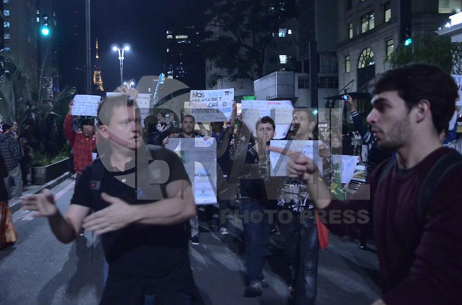 SAO PAULO, SP,03 de julho 2013- Surdos e mudos protesta na Paulista por educao bilingui e legenda e libra na Tv e que se respeite as cotas nas empresa_ ADRIANO LIMA / BRAZIL PHOTO PRESS).