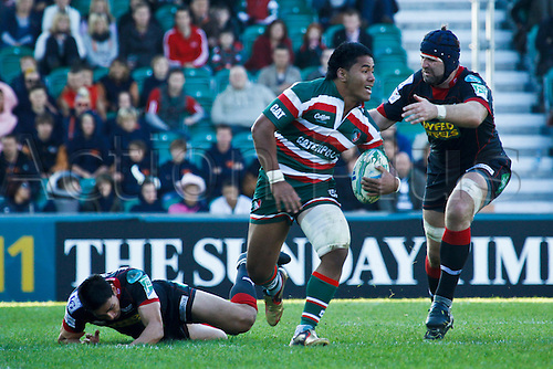18.10.2010 Leicester\'s Manu Tuilagi makes a break.