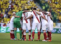 BARRANQUILLA - COLOMBIA - 11-06-2013: Los jugadores de Peru, durante partido en el estadio Metropolitano Roberto Melendez de la ciudad de Barranquilla, junio 11 de 2013. Colombia y Peru disputan partido en la fecha 14 de la jornada clasificatoria a la Copa Mundo FIFA Brasil 2014. (Foto: VizzorImage / Luis Ramirez / Staff). The players of Peru during a game in the Metropolitan stadium Roberto Melendez in Barranquilla, June 11, 2013. Colombia and Peru disputing a match on the date 14 of the qualifying for FIFA World Cup Brazil 2014. (Photo: VizzorImage / Luis Ramirez / Staff.)