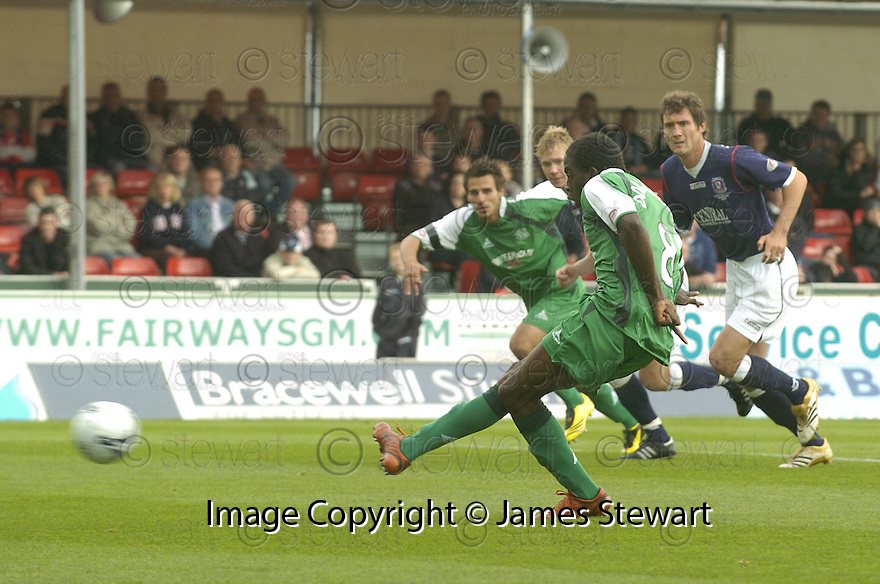 15/09/2007       Copyright Pic: James Stewart.File Name : sct_jspa01_falkirk_v_hibernian.CLAYTON DONALDSON SCORES FROM THE PENALTY SPOT.James Stewart Photo Agency 19 Carronlea Drive, Falkirk. FK2 8DN      Vat Reg No. 607 6932 25.Office     : +44 (0)1324 570906     .Mobile   : +44 (0)7721 416997.Fax         : +44 (0)1324 570906.E-mail  :  jim@jspa.co.uk.If you require further information then contact Jim Stewart on any of the numbers above........