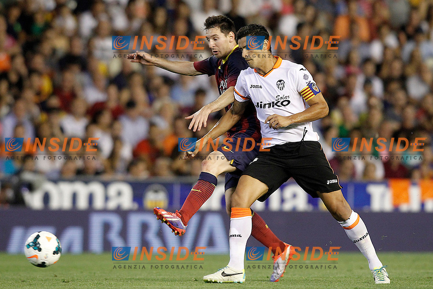 Valencia's Ricardo Costa (r) and FC Barcelona's Leo Messi during La Liga match.September 1,2013. (ALTERPHOTOS/Acero) <br /> Football Calcio 2013/2014<br /> La Liga Spagna<br /> Foto Alterphotos / Insidefoto <br /> ITALY ONLY