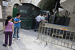 Israeli military checkpoint in a street of palestinian city of Hebron. <br /> Hebron is a West Bank city that belongs to the Palestinian National Authority, about 400 Jewish settlers remain in some streets of the old town protected by some 2,000 Israeli soldiers.