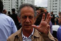 ATENCAO EDITOR FOTO EMBARGADA PARA VEICULO INTERNACIONAL SAO PAULO, SP, 17 DE OUTUBRO DE 2012 - CAMPANHA ELEITORAL - JOSE SERRA VISITA CONJUNTO HABITACIONAL EM HELIOPOLIS - Deputado Federal Walter Feldman acompanha o candidato a prefeitura de São Paulo pelo PSDB Jose Serra visita na tarde desta quarta-feira (17), conjunto habitacional em Heliopolis região sul da capital paulista (FOTO: AMAURI NEHN / BRAZIL PHOTO PRESS).