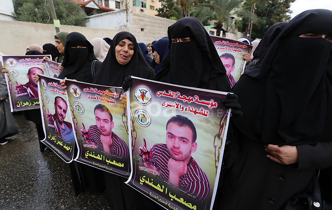 Palestinian supporters of Islamic Jihad movement take part in protest to show solidarity with prisoners on hunger strike in Israeli jails, in front of the High Commissioner office, in Gaza city on December 8, 2019. Photo by Ashraf Amra