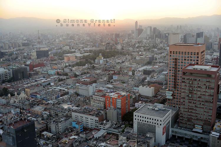 Città del Messico.Dicembre 2010.Panoramiche della città.Mexico City.December 2010.Panoramic views of the city