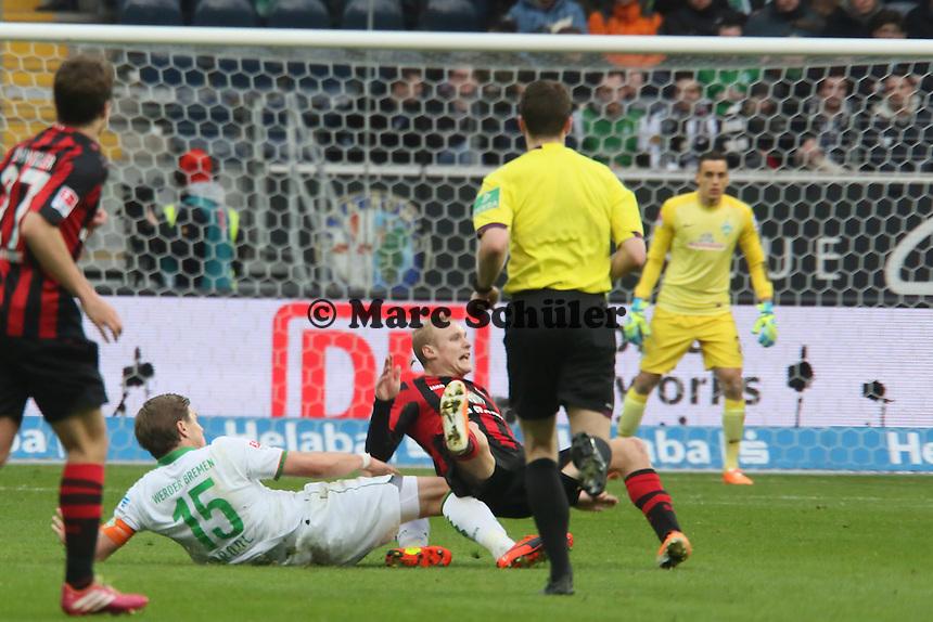 Sebastian Proedl (Werder) foult Sebastian Rode (Eintracht) - Eintracht Frankfurt vs. SV Werder Bremen