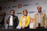 SAO PAULO, SP, 02 JUNHO 2013 - ENTREVISTA COLETIVA -PARADA DO ORGULHO GLBT - A ministra da Cultura, Marta Suplicy,  deputado federal Jean Willys e o governador Geraldo Alckmin durante a entrevista coletiva da 17 Parada do Orgulho LGBT no teatro Raul Cortez, na manhã  deste domingo, 02. (FOTO: ADRIANA SPACA / BRAZIL PHOTO PRESS).
