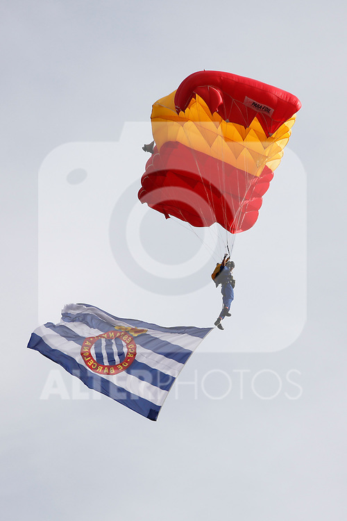 Spanish Army skydivers jump during 2013-14 La Liga Atletico de Madrid V Espanyol match at Vicente Calderon stadium in Madrid, Spain. October 19, 2014. (ALTERPHOTOS/Victor Blanco)