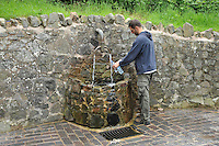 Filling bottles with water from a spring on the Malvern Hills, Worcestershire....Copyright..John Eveson, Dinkling Green Farm, Whitewell, Clitheroe, Lancashire. BB7 3BN.01995 61280. 07973 482705.j.r.eveson@btinternet.com.www.johneveson.com