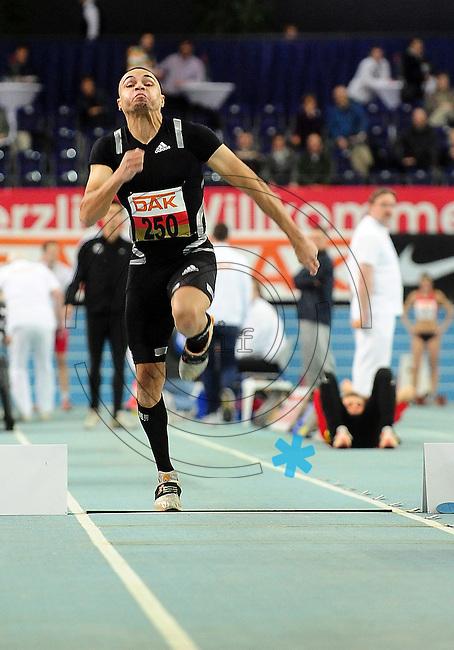 Leichtathletik - DHM 2009 Deutsche Hallenmeisterschaften - ARENA Leipzig - Track and Field - im Bild: Dreisprung Männer - Der Sieger Charles Friedek (Leverkusen) beim Sprung..Foto: Norman Rembarz..Norman Rembarz, Holbeinstr. 14, 04229 Leipzig, Hypo-Vereinsbank, BLZ: 86020086, Kto: 357889472, Ust. ID.: DE 256991963 St. Nr.: 231/261/06432 !!!!!!  Honorar zuzüglich 7 % Mwst !!!!!!!!
