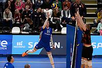 GRONINGEN - Volleybal, Lycurgus - Papendal, Eredivisie,  seizoen 2019-2020, 19-1-2020,  Lycurgus speler Bennie Tuinstra tikt de bal over het blok