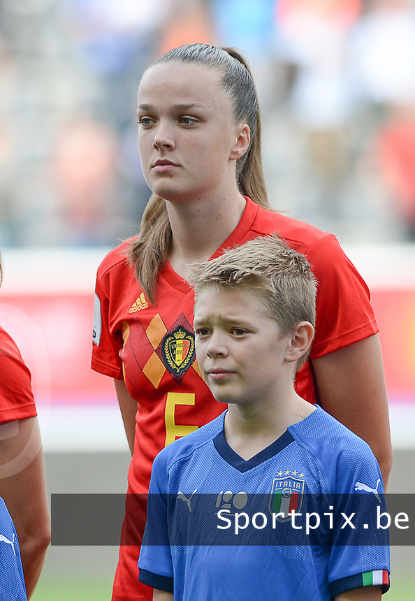 20180904 - LEUVEN , BELGIUM : Belgian Tine De Caigny pictured during the female soccer game between the Belgian Red Flames and Italy , the 8th and last game in the qualificaton for the World Championship qualification round in group 6 for France 2019, Tuesday 4 th September 2018 at OHL Stadion Den Dreef in Leuven , Belgium. PHOTO SPORTPIX.BE | DAVID CATRY