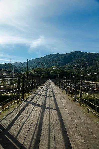 Passarela sobre a ferrovia na Vila de Paranapiacaba - Museu Castelino ao fundo,Santo Andr&eacute; - SP, 04/2013.<br /> * &Eacute; necess&aacute;rio solicitar autoriza&ccedil;&atilde;o para a Vila de Paranapiacaba.