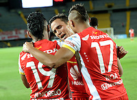 BOGOTA- COLOMBIA – 20-08-2015: Los jugadores del Independiente Santa Fe de Colombia, celebran el gol anotado a Liga de Loja de Ecuador, durante partido entre Independiente Santa Fe de Colombia y Atletico Mineiro de Brasil, por la segunda fase, grupo 1, de la Copa Bridgestone Libertadores en el estadio Nemesio Camacho El Campin, de la ciudad de Bogota. / The players of Independiente Santa Fe of Colombia, celebrate a scored goal to Liga de Loja of Ecuador, during a match for the second round between Independiente Santa Fe of Colombia and Liga de Loja of Ecuador, for the first phase, of the Copa Suramericana in the Nemesio Camacho El Campin in Bogota city. Photo: VizzorImage / Luis Ramirez / Staff.