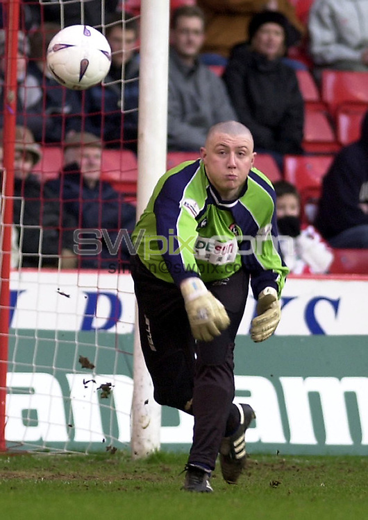 Pix: Simon Wilkinson/SWpix.com. Football. The AXA FA Cup, third round. Sheffield United v Cheltenham Town 04/01/2003..COPYRIGHT PICTURE>>SIMON WILKINSON>>01943 436649>>..Sheffield's goalkeeper Paddy Kenny.