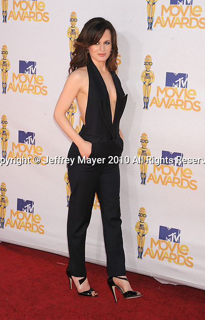 UNIVERSAL CITY, CA. - June 06: Elizabeth Reaser  arrives at the 2010 MTV Movie Awards at Gibson Amphitheatre on June 6, 2010 in Universal City, California.