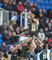 2004/05 Zurich Premiership,London Irish vs Sale Sharks, Madejski Stadium, Reading, ENGLAND: Exiles Bob Casey out jumps Sharks Christian Day to direct the ball to the Exiles scrum half...Photo  Peter Spurrier. .email images@intersport-images...