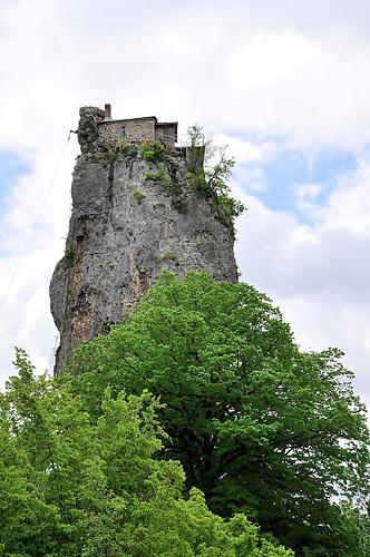 Felsenkloster Kathski in der Umgebung des Kathski-Canyons. / Katshki abbey nearby Kathski-Canyon.