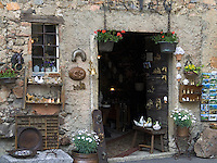 CHE, Schweiz, Tessin, Carona: Antiquitaeten und Souvenirs | CHE, Switzerland, Ticino, Carona: Antiques and Souvenirs