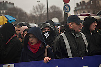 manifestazione  contro Hollande, ragazzo con simbolo ultra destra