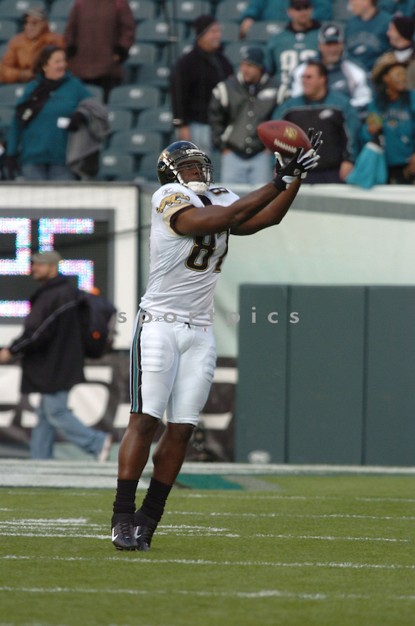 GEORGE WRIGHSTER of the Jacksonville Jaguars  in action against the Philadelphia Eagles on October 29, 2006 in Philadelphia PA...Jaguars win 13-6..Tomasso DeRosa / SportPics