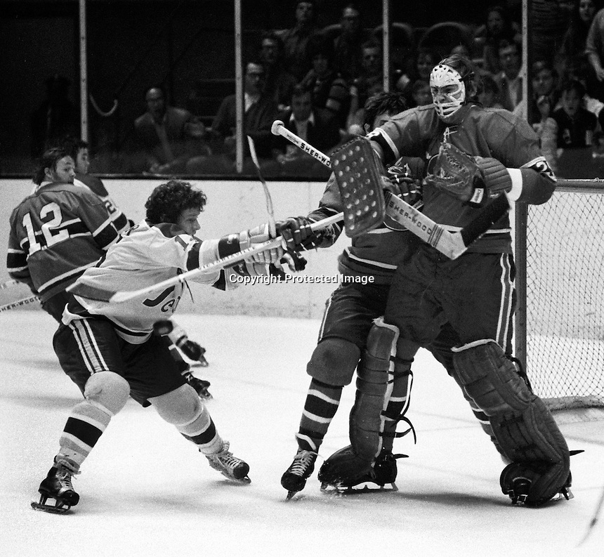 Seals Gary Pinder attacking Montreal goalie Ken Dryden. (photo/Ron Riesterer)