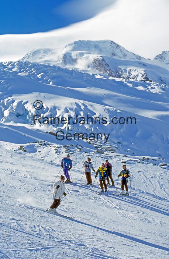 Switzerland, Valais, Saas Fee, skiing at Fee glacier