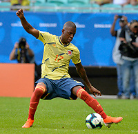 SALVADOR – BRASIL, 23-06-2019:Cristian Borja de Colombia disputa el balón con  Paraguay durante partido de la Copa América Brasil 2019, grupo B, entre Colombia y Paraguay jugado en el Arena Fonte Nova de Salvador, Brasil. /Cristian Borja of Colombia vies for the ball withParaguay during the Copa America Brazil 2019 group B match between Colombia and Paraguay played at Fonte Nova Arena in Salvador, Brazil. Photos: VizzorImage / Julian Medina / Cont /
