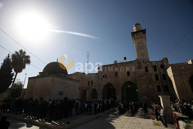 Palestinian worshipers attend Friday prayers at the Al-Aqsa compound, Islam's third holiest site, in the old city of Jerusalem, 27 December 2013. Photo by Saeed Qaq