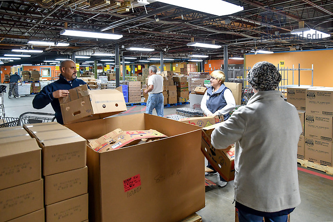 December 15, 2016; RecSports staff members volunteer at the Food Bank of Northern Indiana. (Photo by Matt Cashore/University of Notre Dame)