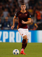 Calcio, Champions League, Gruppo E: Roma vs Barcellona. Roma, stadio Olimpico, 16 settembre 2015.<br /> Roma&rsquo;s Edin Dzeko in action during a Champions League, Group E football match between Roma and FC Barcelona, at Rome's Olympic stadium, 16 September 2015.<br /> UPDATE IMAGES PRESS/Riccardo De Luca<br /> <br /> *** ITALY AND GERMANY OUT ***