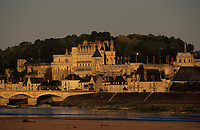 Europe/France/Centre/Indre-et-Loire/Vallée de la Loire/Amboise : Le Château et la Loire dans la lumière du soir